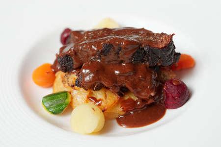 pepe nero: Peposo, tradizionale toscana stufati di carne con salsa di pepe nero