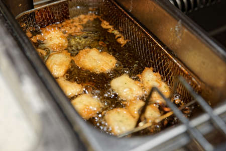 boiling: Deep fryer with boiling oil and nuggets