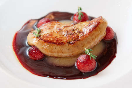 Grilled foie gras with red port sauce, close-up 版權商用圖片