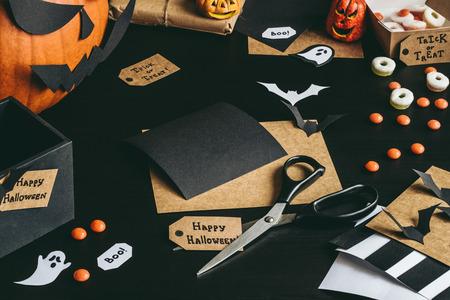 Подготовка к Хэллоуину. Хэллоуин украшение из бумаги ремесла.
