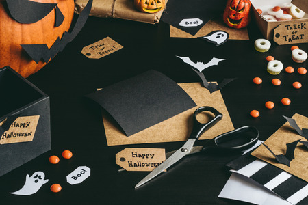 Halloween preparation. Halloween decoration made of craft paper. Archivio Fotografico