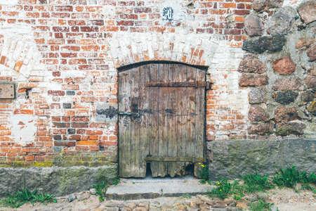 old wooden doors on the street close-up Standard-Bild - 103049847
