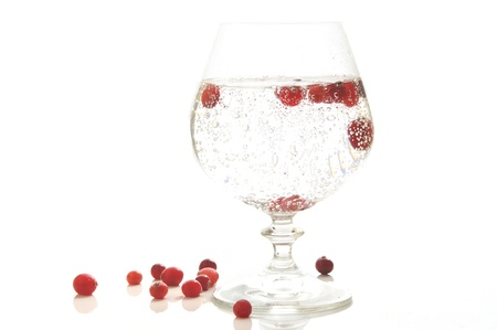 viability: Mineral water in a glass glass with berries