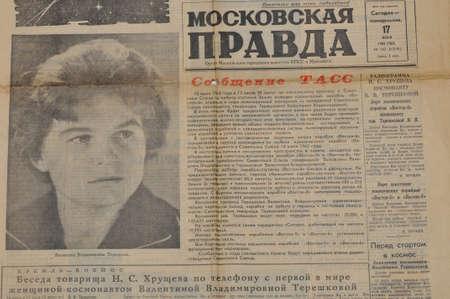 tereshkova: MOSCA, URSS - 17 giugno prima pagina del giornale sovietico Pravda Moscovskaya di riferire in merito prima donna in Space Flight era sul 14-19 giugno 1963