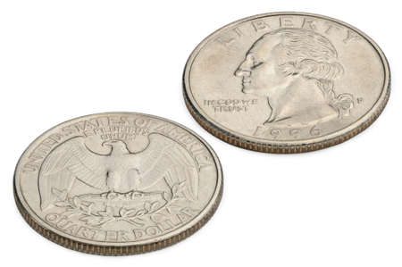 twenty five: EE.UU. moneda de veinticinco centavos de d�lar aislados sobre fondo blanco macro de tiro