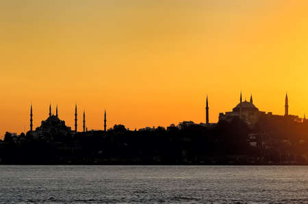 Sunset at Istanbul with silhouette of the Blue Mosque and Aya Sofya Standard-Bild