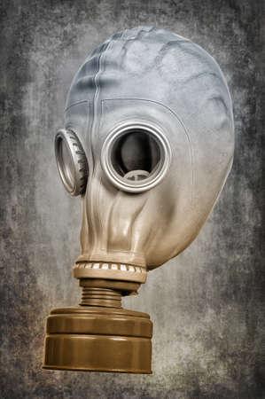 Gasmaske auf dem aschgrauem Hintergrund. Selektive Tönung. Lizenzfreie Bilder