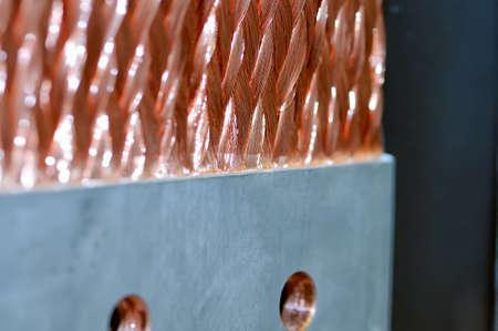 Kupfer elektrische Bus Sammelschiene close-up. Geringe Schärfentiefe