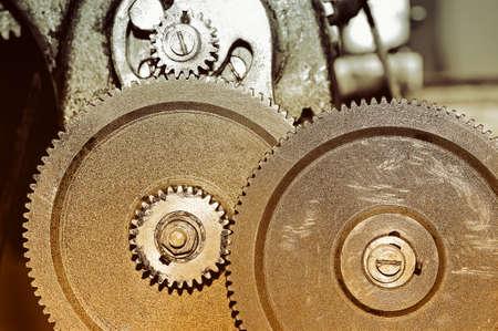 Rostige Gänge des alten industriellen Mechanismus. Weinlese-Tonen