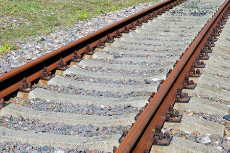 Rostige Schienen der verlassenen Eisenbahn.