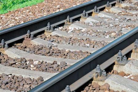 Schienen und Querverbindungen der Eisenbahn.
