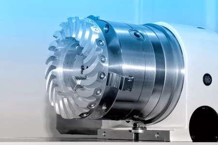 Stahlteile für Industriemaschinen runden Form. Blaue Tönung Lizenzfreie Bilder