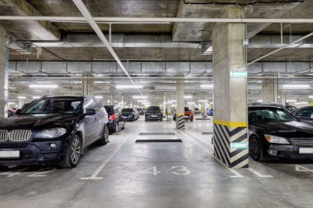 Large modern underground parking for cars. New underground car parking, garage Standard-Bild