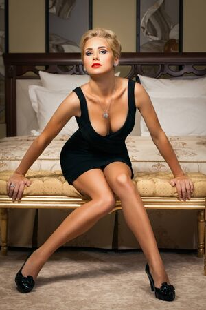 Elegant fashionable woman with diamond jewelry. Fashion shoot. Stock Photo - 15567764