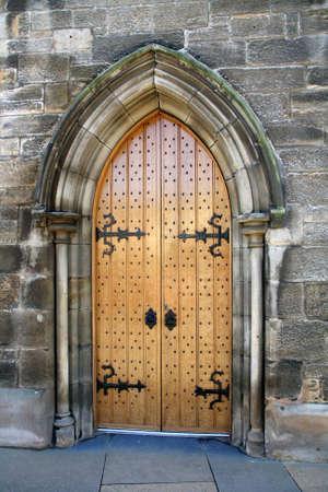 castle rock: Antigua puerta en un muro de piedra de un atractivo