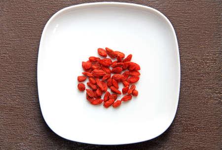 carotenoid: Hierba china - bayas de Goji, Wolfberry en un plato