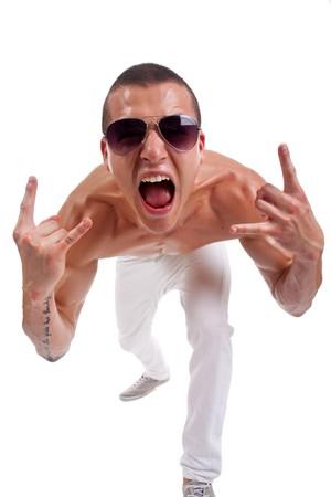 rock hand: Giovane con un gesto della mano caratteristico heavy metal