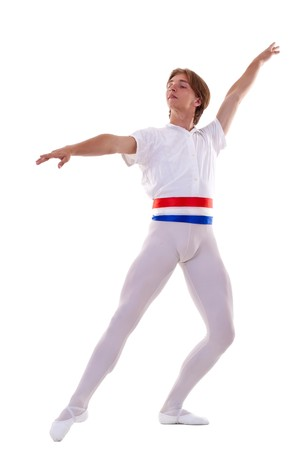 ballet hombres: bailarina de ballet masculina posando sobre un fondo blanco