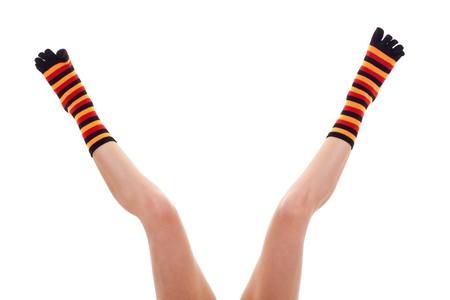 legs spread: Foto de las piernas de propagaci�n de la mujer llevaba calcetines de colores sobre blanco