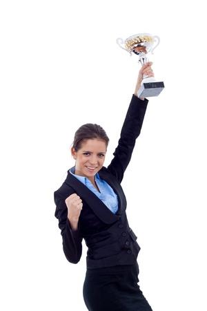 trofeo: Retrato de una mujer de negocios joven emocionado ganar un trofeo sobre fondo blanco
