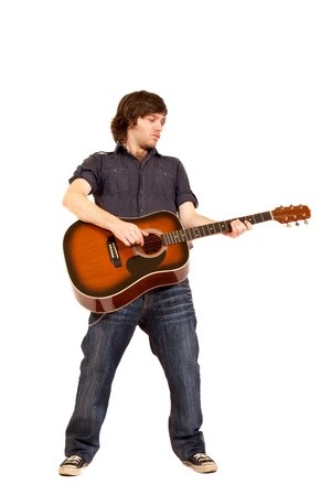 guitarra acustica: Professional guitarrista cl�sico con ac�stica seis cuerdas guitarra aislada sobre fondo blanco