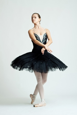 danza contemporanea: Profesional femenino bailarín aislado en estudio  Foto de archivo