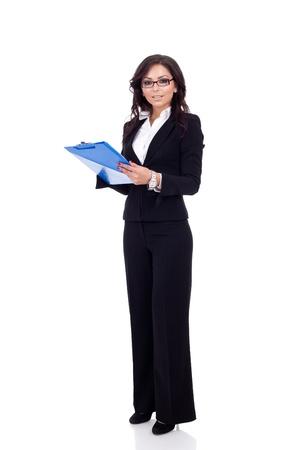 questionaire: Mujer de negocios con un portapapeles, aislado en un fondo blanco.