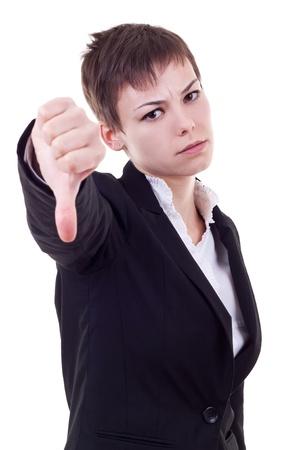 pulgar abajo: mujer de negocios graves con el pulgar hacia abajo en el estudio de fondo blanco