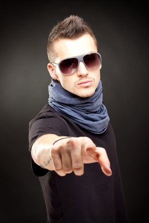 homem: portrait of young handsome man in sunglasses pointing to the camera