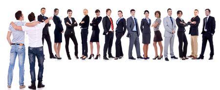 would: I giovani pointint al luogo che vorrebbero essere: IL businessteam!
