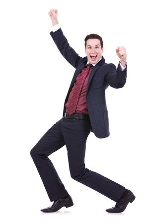 expresion corporal: Muy feliz de negocios exitosos haciendo un gesto al hombre, aislado en blanco