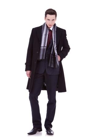 bata blanca: joven serio en ropa de invierno o en oto�o mirando a la c�mara Foto de archivo
