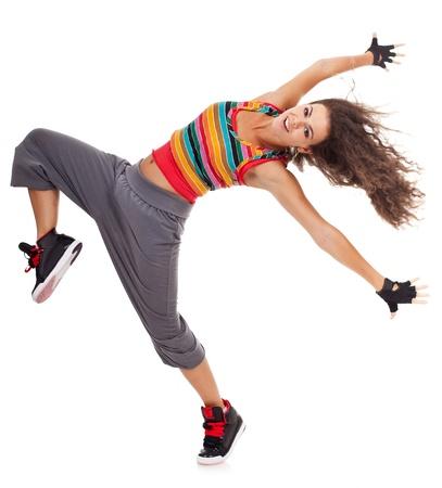 gestos de la cara: Joven y bella bailarina en traje de hip hop posando sobre fondo blanco