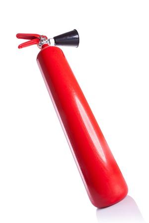 bellow: imagen de gran angular de un extintor de fuego de largo de color rojo - imagen de abajo