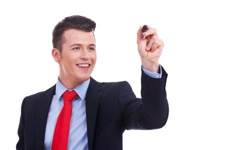 Hombre de negocios por escrito con un marcador aislado sobre fondo blanco Foto de archivo