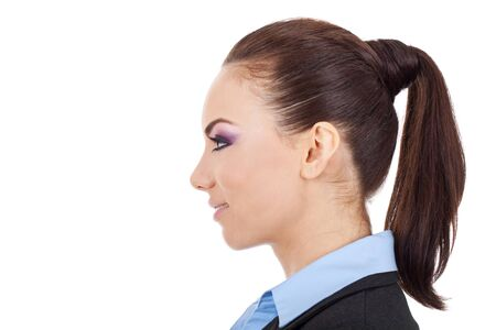 visage femme profil: vue de côté portrait d'une belle jeune femme d'affaires souriant sur fond blanc Banque d'images