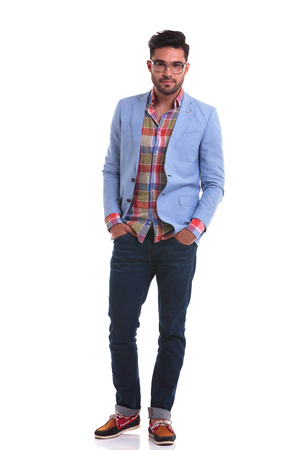 uomo rosso: Full length picture of a fashion man standing with his hands in pockets on isolated background.