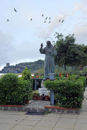 pio: Saint Padre Pio bronze statue in the park, Marina di Camerota, Italy