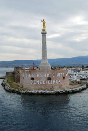 stele: The stele with the Madonna statue in the port of Messina, Sicily