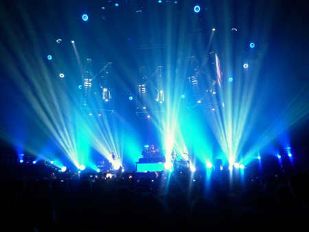 """Concert van de band """"Muse"""", Bologna 21 november 2009. Het podium tijdens het concert. Redactioneel"""