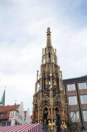 christkindlesmarkt: Schöner Brunnen fountain, Nuremberg, Germany