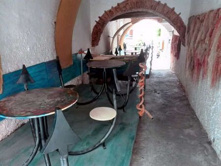 dinnertime: Restaurant in an alley