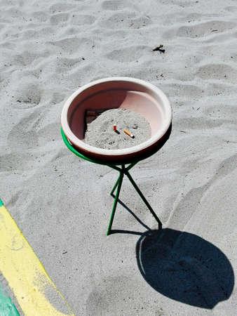 ciggy: Beach ashtray