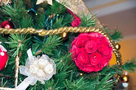 gewgaw: Christmas decorations