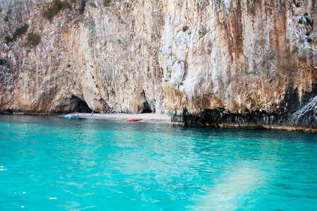素晴らしい小さなビーチ、マリーナ ディ カメロータ、イタリア