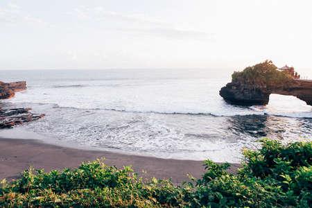 granola: Big Wave & Cliff & Sunset Foto de archivo