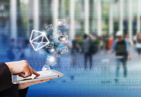 電子メールを送信する実業家 写真素材