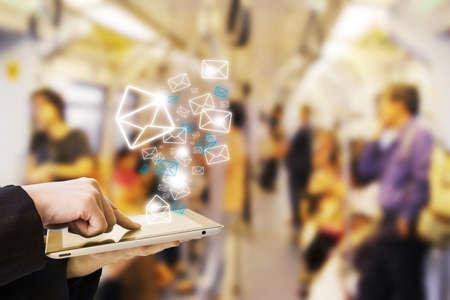 メールを送信する実業家 写真素材