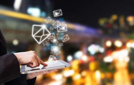 Businesswoman sending email Banque d'images