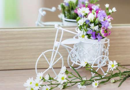 decorated bike: Fiori decorazione in bicicletta in camera da letto
